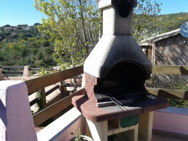 Barbecue sur la terrasse avec vue mer